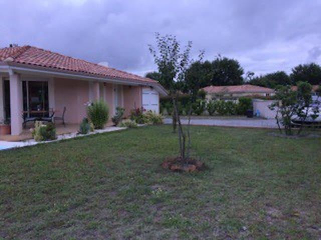 jolie maison avec grand jardin