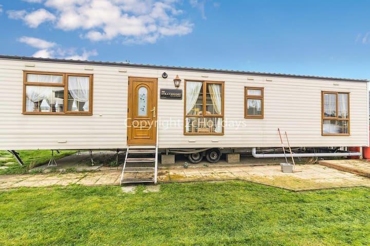 4 berth mobile home to hire in Steeple Bay, Essex ref 36066E
