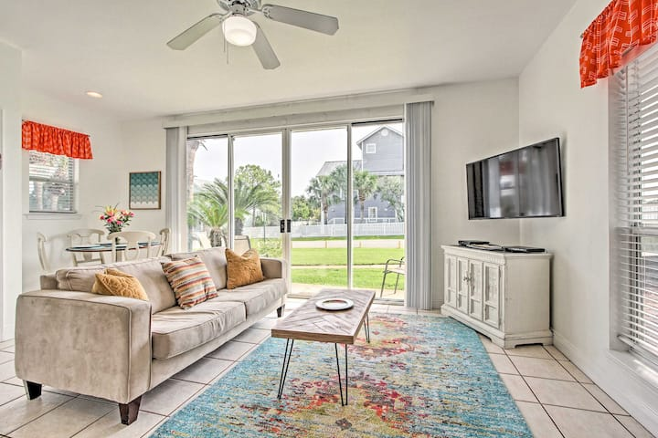 Modern Destin Cottage w/Patio, Short Walk to Beach