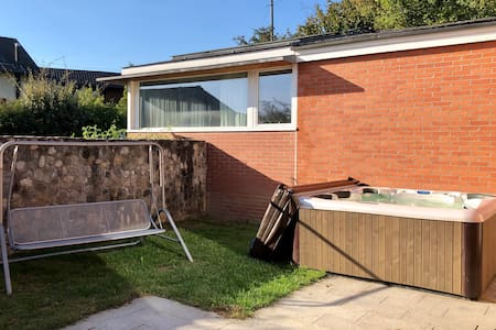 Ruhiges Studio mit Parkplatz, Garten und Whirlpool
