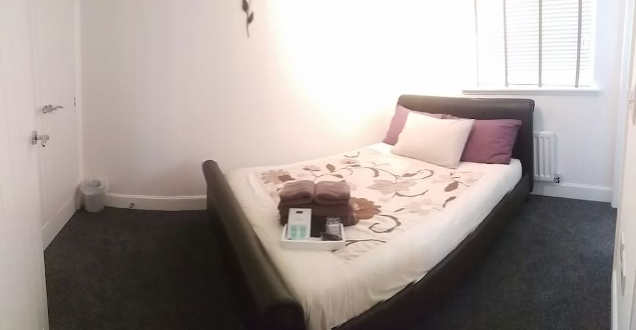 *ROOM RATE* Comfy Dbl ensuite