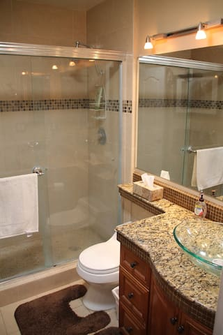 Private bathroom to the master bedroom