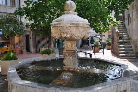 Centre ville Ollioules - Chbre + salle de bains - Ollioules