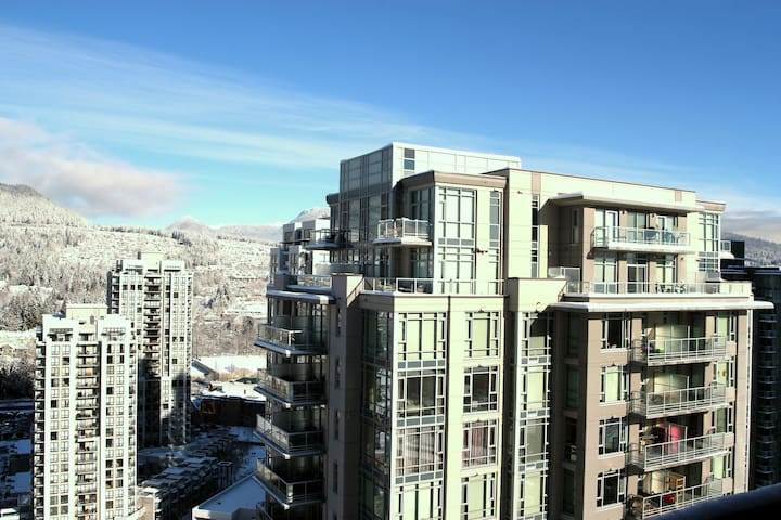 2BR+2BH Apt with AC, Parking and Mountain View! - Coquitlam - Apartamento