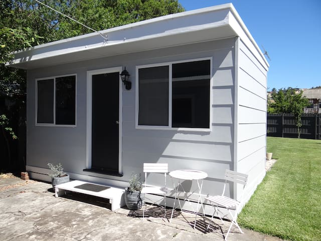 One bedroom bungalow with bathroom - Maribyrnong