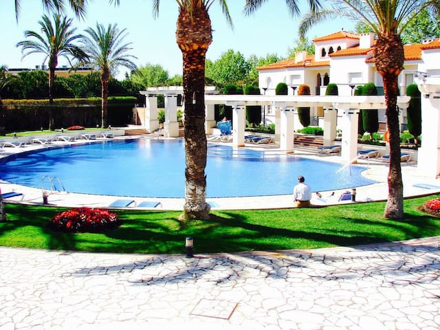Lux. Apt. 2' walk from the beach. 3 bed. 130 m2