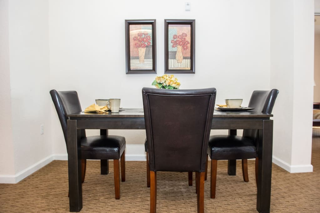 Welcome to 14200 Avalon Rd., 429 Dining area