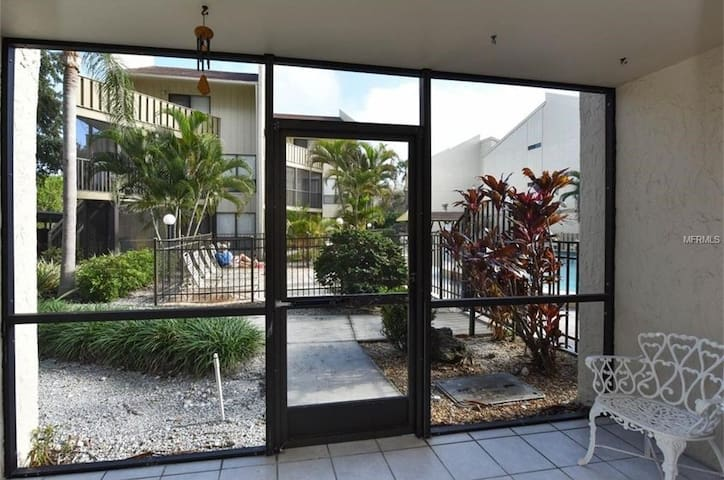 Price Slashed!  Island Luxury on Siesta Key