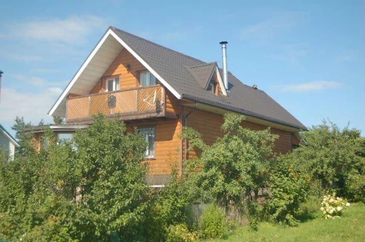 Уютный дом с видом на Оку