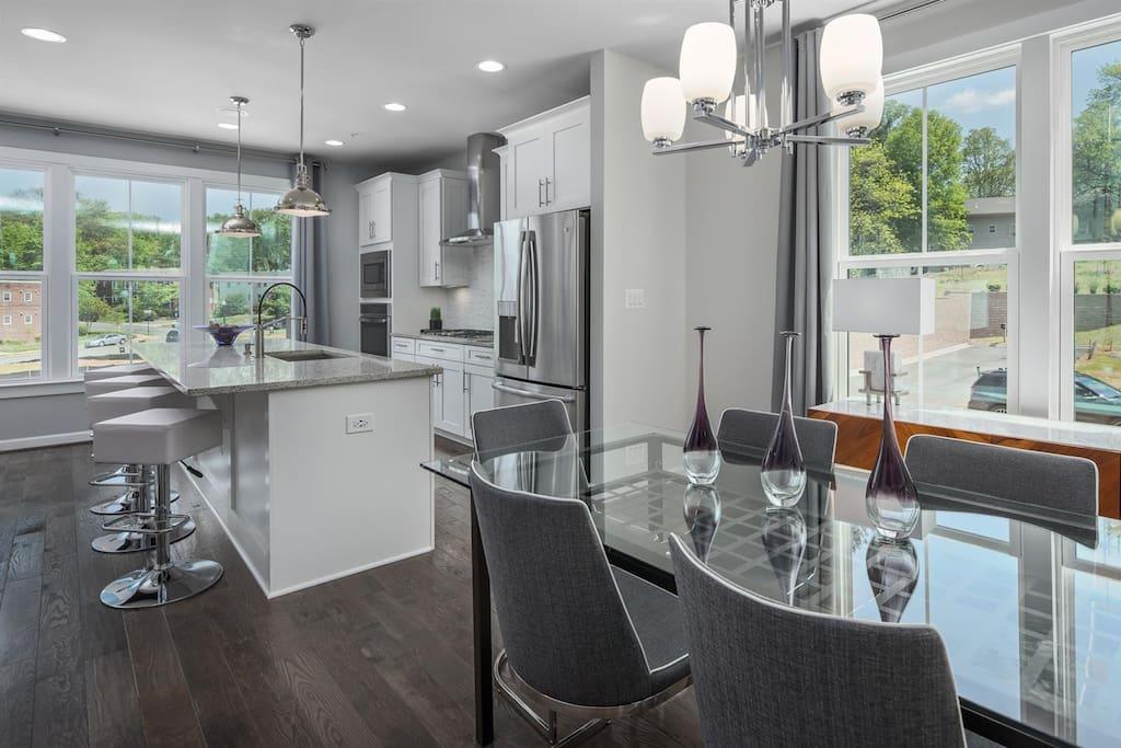 Designer Kitchen (builder's photo)
