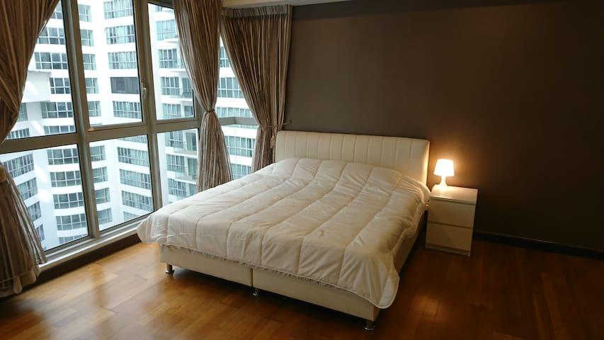 3★KLCC View Pool★Studio 4 Bed★300MB/s★Pocket Wifi★