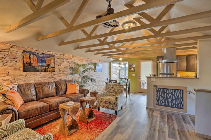 NEW! Chic Wine Country Hideaway w/ Hot Tub + View!