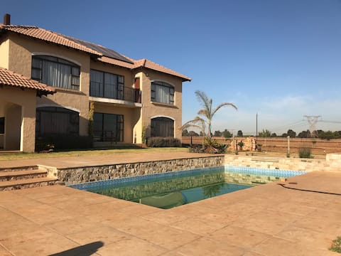 Exquisite farmstay fully equipped 8min 2 city buzz