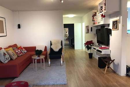 Comfortable yet cheap 2 bedroom ap. in Zurich City - Zurique - Apartamento