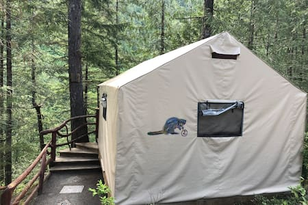 """""""Safari Style"""" Tent with Lagoon or Forest View"""