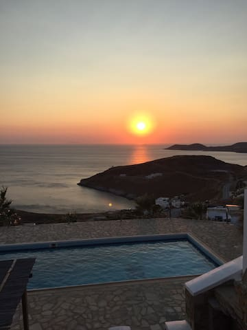 The best pool view in the Aegean..3 - Kithnos - Ev