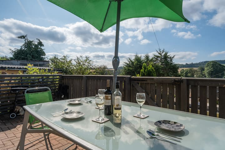 A large outdoor patio space to entertain & eat out. Great space to sit in the morning having a cuppa.  Small BBQ is also available to use.