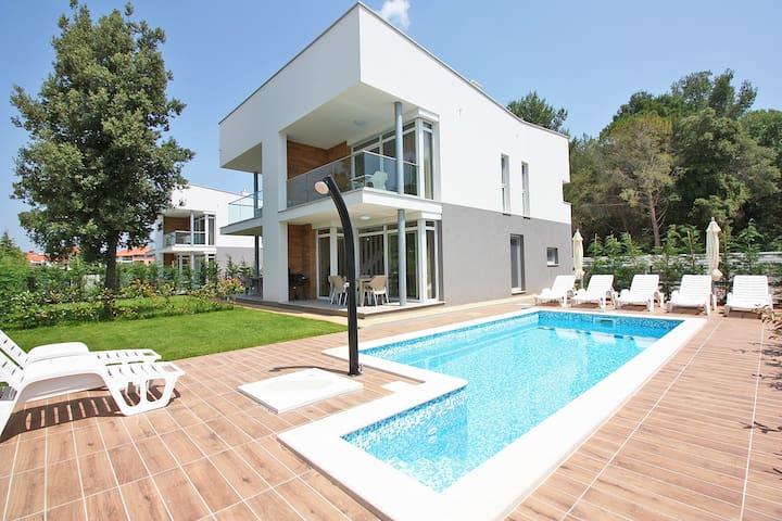 Modern luxury Villa D3 only 100 m from beach - Fažana - Villa