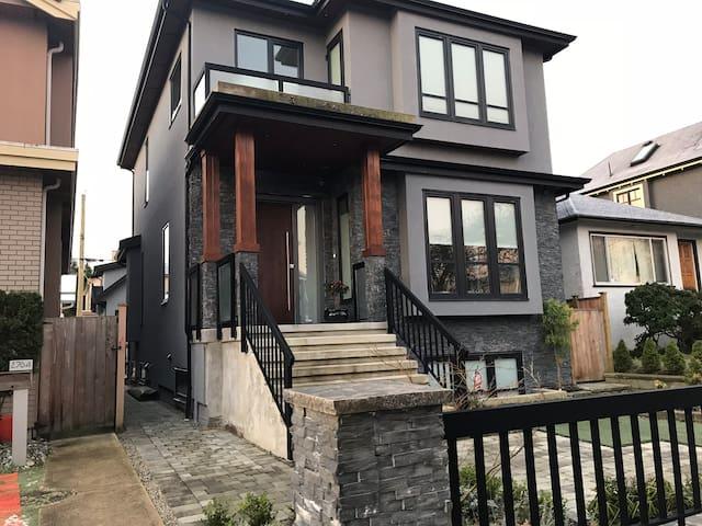 Brand new cosy house in Kitsilano! Close to UBC!!!