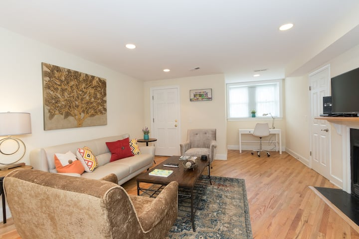1 MONTH & Longer Stay on Capitol Hill - Entire Apt