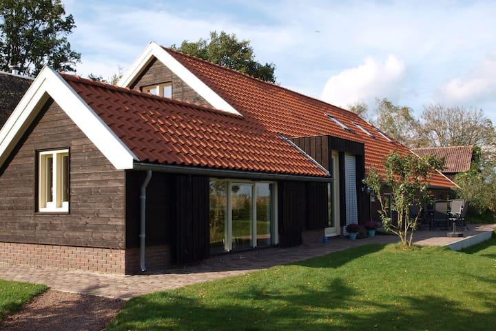 Ferme spacieuse à Overijssel avec sauna
