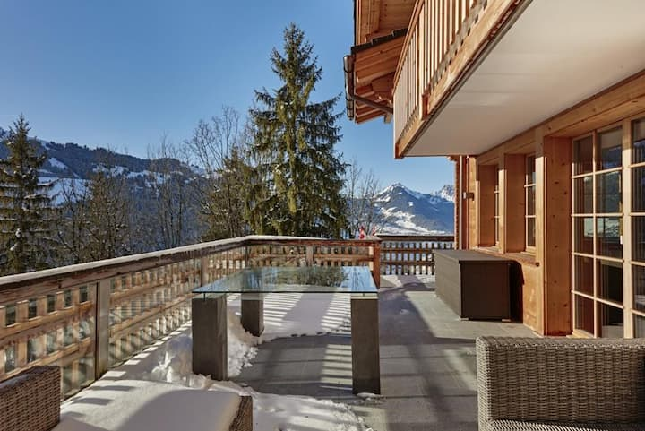 Bright Modern Chalet with Amazing Scenery