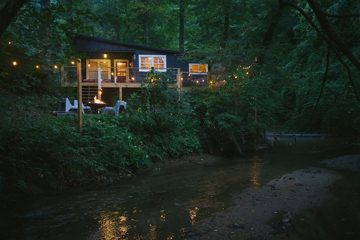 Creekside Cabin - Walk to Downtown