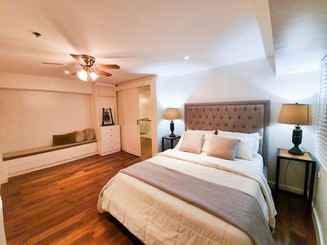 Luxe 3 Bedroom Loft in BGC Great Location!