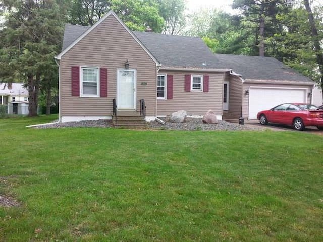 Spacious 3 BR House in St Paul - Arden Hills - House