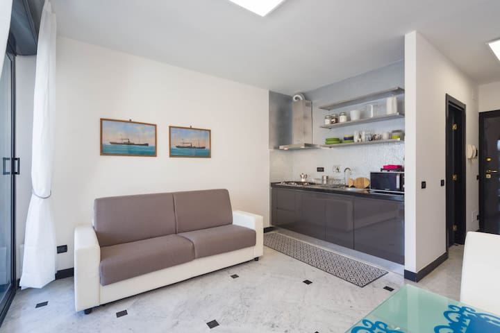 City Center Seafront Flat    ( 010025-LT-0778 )