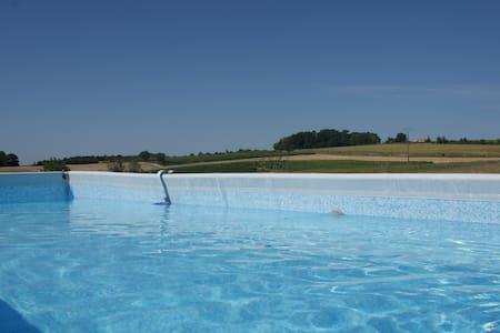 Sur l'ESTUAIRE, maison ind 6 pers, 3ch, wc séparés - Saint-Fort-sur-Gironde