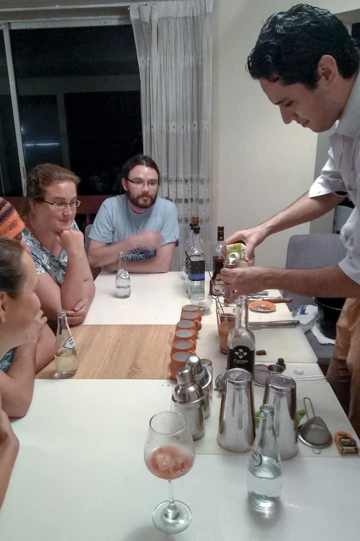Preparación del Cocktail de Algarrobina