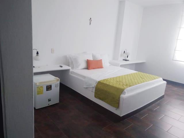 Hotel Iguanas De Los Llanos