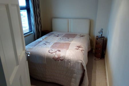 Double room, great location,close to amenities - Dooradoyle - Дом