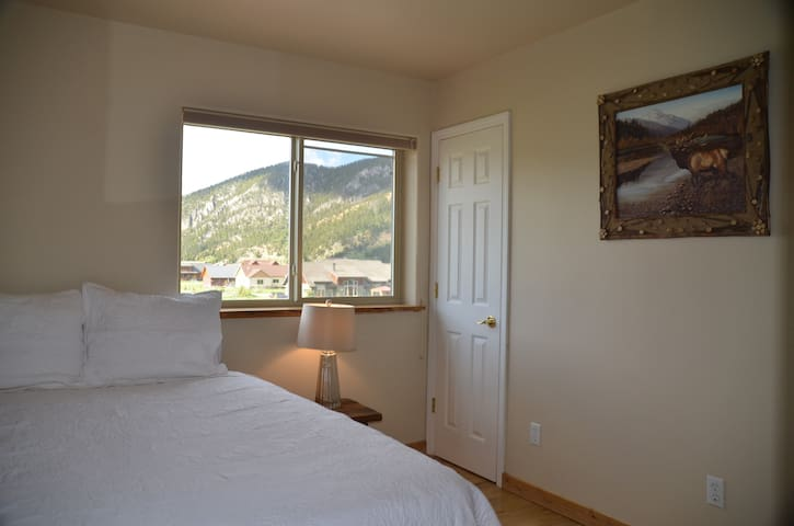 Private Bed & Bath, 15 Minutes to Big Sky Resort!