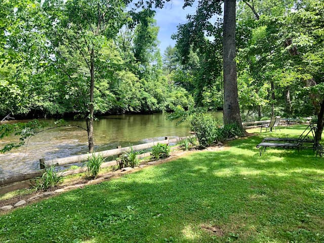 Rustic Retreat on the Little River in the Smokies!