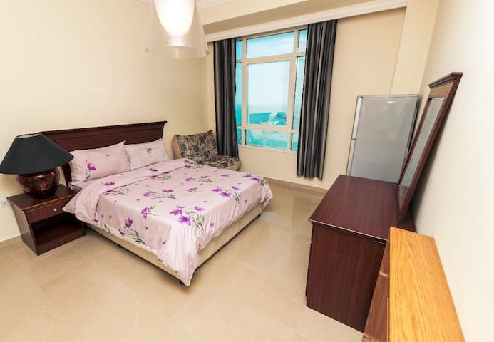 Large room for rent in Dubai Marina for one girl