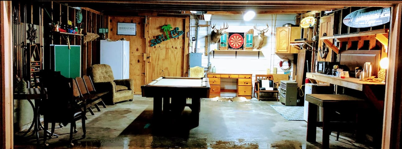 Garage Game Room Apartment