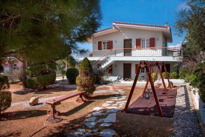 Lagonisi Apartment, Relaxing garden, tennis court