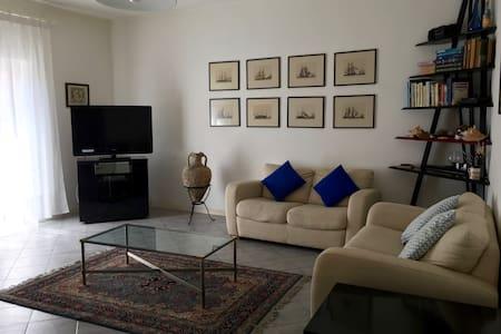 Comfort e luce per famiglie o coppie in Argentario - Porto Ercole - Lägenhet