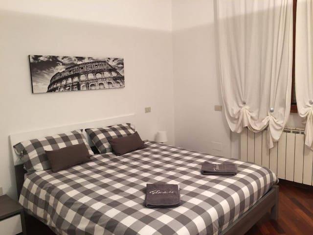Appartamento grande, shopping e turismo. ROMA EUR. - Roma - Flat