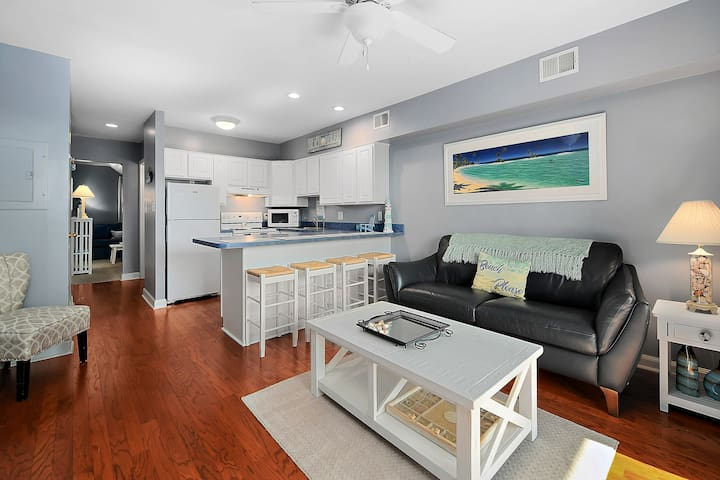 Charming Remodeled 2 level condo w/ amazing views