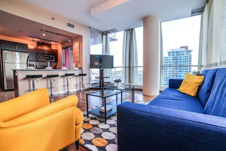❤Vibrant DT Condo by 17 Ave/City views & Parking❤