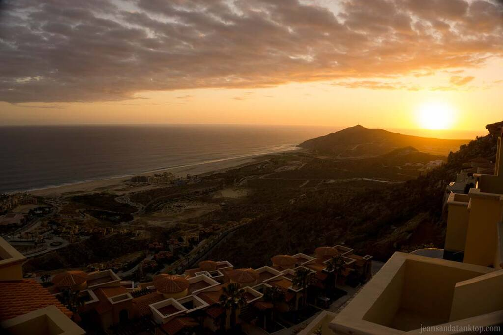 "<span class=""item-title ng-binding"" style=""font-weight: 700; display: block; font-size: 16px; text-align: start; white-space: normal;"">3-Bedroom Ocean View Villa in Cabo San Lucas</span>"