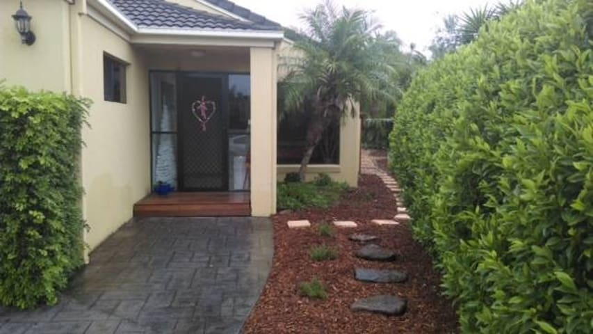Delightful, pet friendly beach-side retreat - Pottsville - Villa