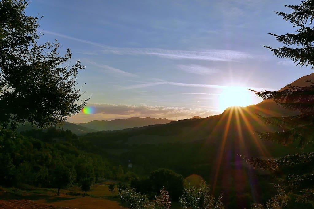 Il sole e' nuovo ogni giorno....attendendo l'alba dal terrazzo di Ca' dla Gina