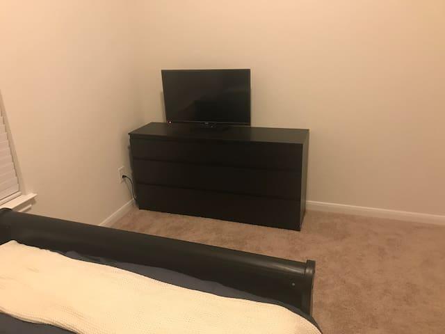 Fresh Room in Fresh neighborhood to Refresh you!!