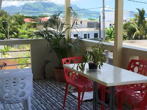 Apartment with 2 bedrooms in Mahébourg, with wonderful sea view, enclosed garden and WiFi - 300 m from the beach