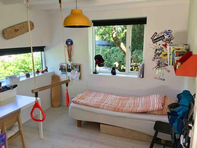 Childrens room - 90 cm bed