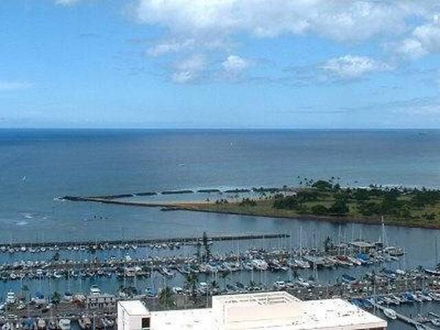 Panoramic Ocean View !! 2/2/2/ Free Parking!!